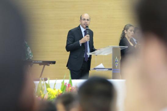 EDUCAÇÃO – Ismael Crispin visita escolas e convida alunos para participar dos concursos de redação e da escolha da Bandeira da Assembleia Legislativa