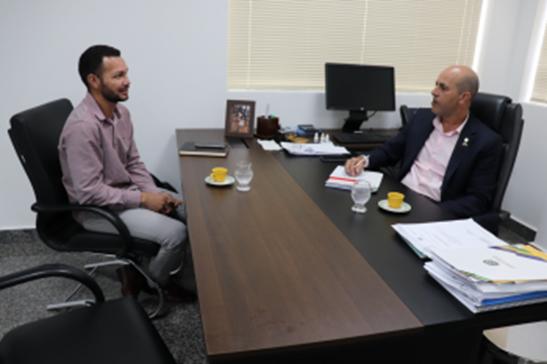Em visita ao gabinete, gestor apresenta projetos do Baixo Madeira ao deputado Ismael Crispin