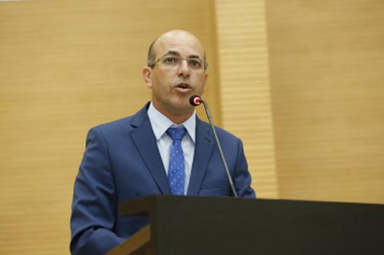 Ismael Crispin pede ao Executivo informações sobre repasses ao Programa de Microcrédito