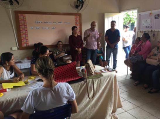 Ismael Crispin visita escola em Monte Negro e garante construção de refeitório