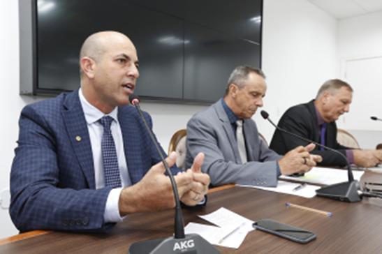 Ismael Crispin manifesta preocupação com servidores da educação