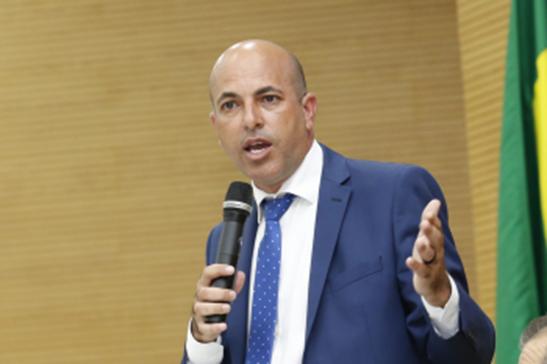 Ismael Crispin anuncia liberação de recurso para reforma de escola em Seringueiras