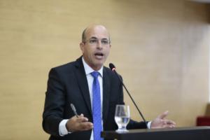 HOMENAGEM | Ismael Crispin homenageia policiais e enfermeira com medalha do Mérito Legislativo