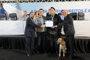 HOMENAGEM | Ismael Crispin entrega medalha do Mérito Legislativo a policial militar