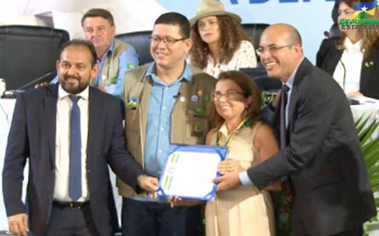 HOMENAGEM – Deputado concede Medalha de Mérito Legislativo para Enfermeira Berenice Varão Galina