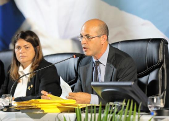 SAÚDE | Crispin propõe na CCJ enfrentamento as imposições do sistema privado de saúde