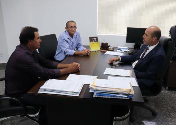 Deputado Ismael Crispin recebe visita de vereadores de Alto Alegre dos Parecis/RO