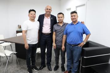 Ismael Crispin recebe visita de empresários chineses