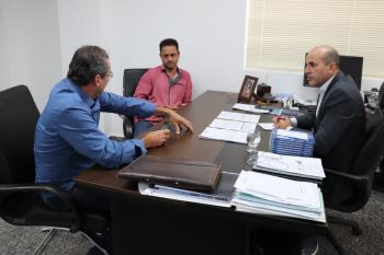 Ismael Crispin recebeu em seu gabinete, o prefeito Cleiton Cheregatto e vice-prefeito Cido Motos, de Novo Horizonte do Oeste