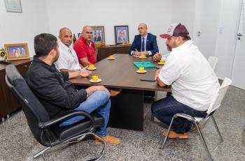 Ismael Crispin recebe a visita de moradores da Vila Nova Samuel