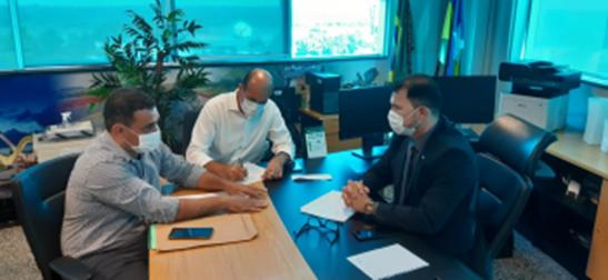 Ismael Crispin pede apoio do DER para conclusão de conjunto habitacional em Espigão do Oeste