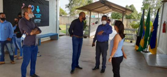 Deputado Ismael Crispin e secretário da Seduc visitam escolas de Seringueiras e anunciam mais investimentos