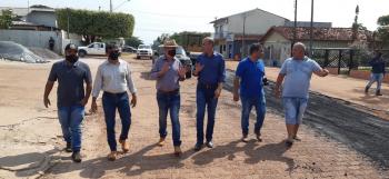Ismael Crispin visita obras de infraestrutura em Espigão do Oeste