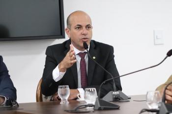 Deputado Ismael Crispin garante R$ 1 milhão para prefeitura de São Miguel do Guaporé comprar vacinas contra a covid-19