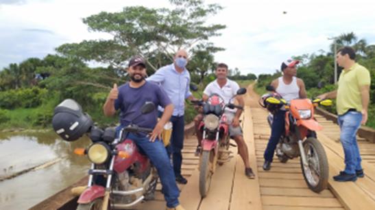 Ismael Crispin verifica precariedade de ponte em São Miguel do Guaporé