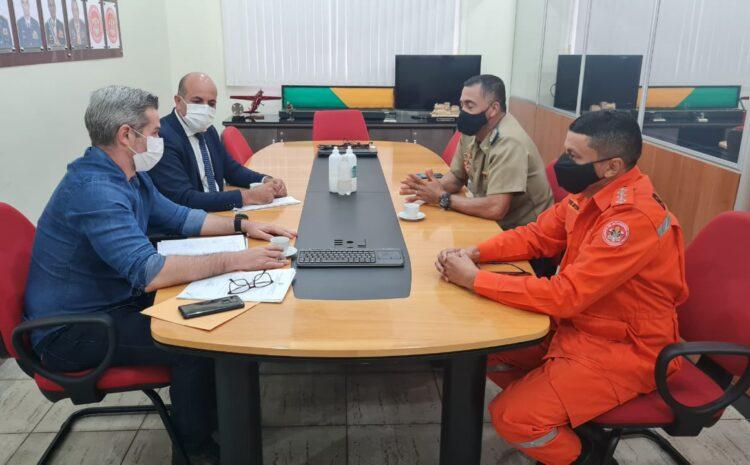 Ismael Crispin e prefeito de Alta Floresta D'Oeste debatem com comandante do Corpo de Bombeiros implantação de um GBM no município