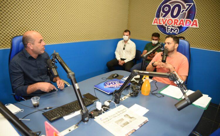 Em entrevista na rádio, Ismael Crispin explica como comprar arma sem ICMS