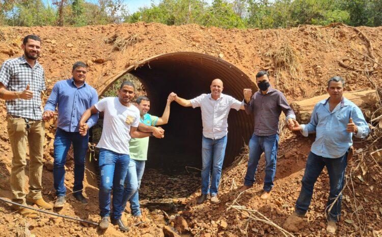 Em Parecis, deputado Ismael Crispin vistoria substituição de pontes de madeiras por por tubos armcos