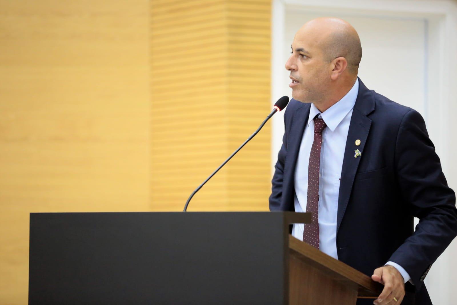 Ismael Crispin destaca ação do Governo e celebra convênio do Estádio Chupinzão
