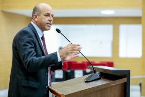 Deputado Ismael Crispin defende registro em prontuário de indícios de violência contra crianças e adolescentes